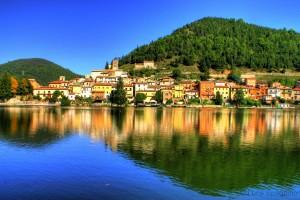 Paese di Piediluco , direttamante sul Lago